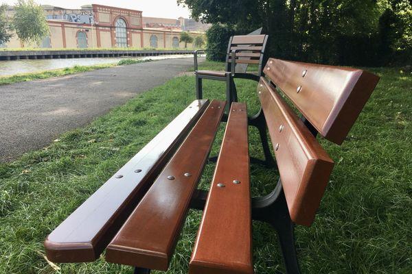 Des bancs et sièges adaptés aux personnes agées ont été installés sur le canal de la Meurthe - 24 août 2021