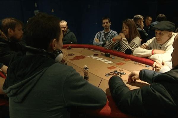 130 joueurs de poker se sont affrontés ce samedi dans le salon des légendes du stade d'Ornano à Caen.
