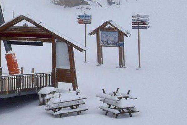 Déjà plusieurs dizaines de centimètres relevés à 2700m se réjouit la station de l'Alpe d'Huez sur twitter.