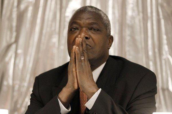 Paris - Kofi Yamgnane en conférence de presse après la décision de la cour constitutionnelle du Togo de rejeter sa candidature aux élections présidentielles en février 2010.