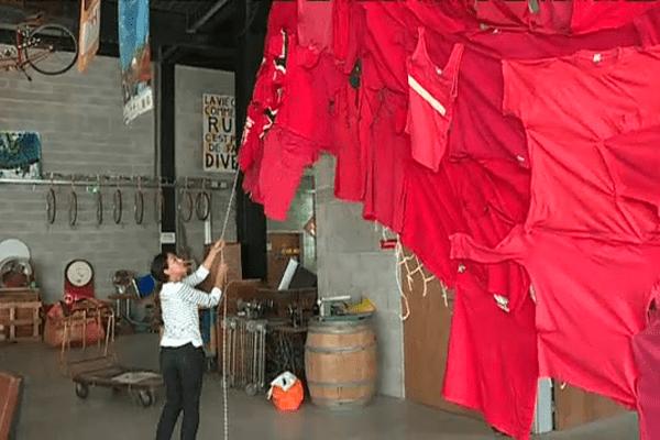 La styliste Samia Ziadi réalise une robe monumentale aux couleurs de la République