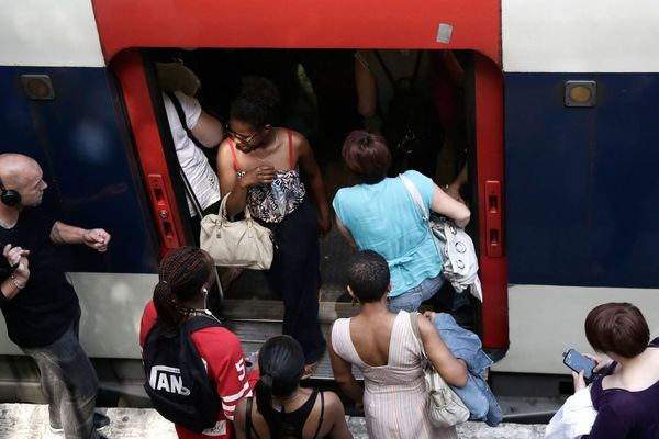 La ligne ferroviaire CDG Express doit relier directement la gare de l'Est, dans le centre de Paris, au terminal 2 de l'aéroport de Roissy, le tout en 20 minutes pour un prix de 24 euros. Mais le projet risque de perturber les usagers du RER B (illustration).