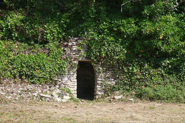 La cabane des Survignes à Noyers sur Serein, dans l'Yonne.