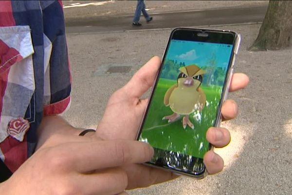 La chasse aux Pokémon Go dans les rues de Besançon (Doubs)