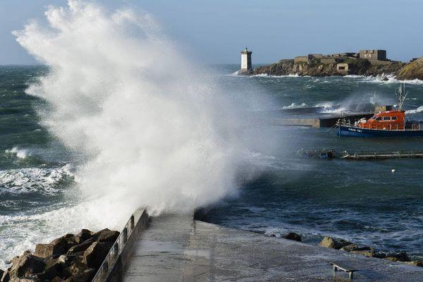 Le vent soufflait déjà très fort dans le port du Conquet (29) ce dimanche 31 décembre 2017 après-midi