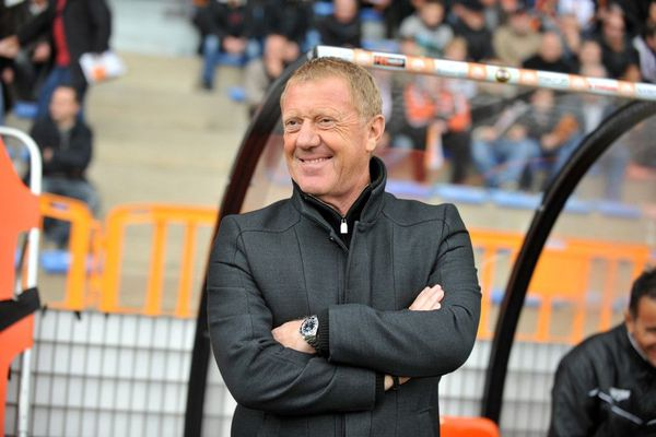 Alex Dupont, ancien entraîneur de l'Amiens SC, est décédé d'une crise cardiaque.