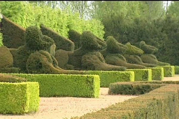 Dans les jardins du château du Champ de Bataille
