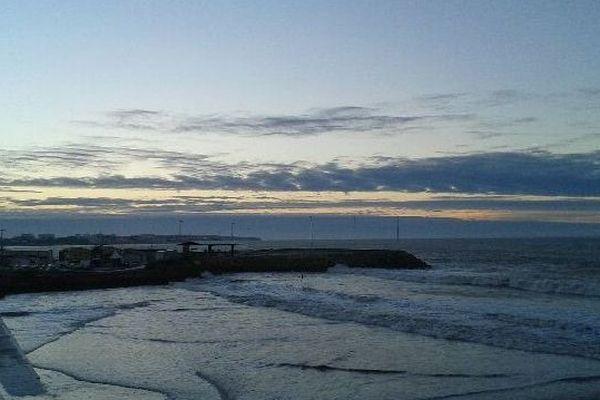 Lever de soleil calme ce mardi matin à Pontaillac (17)