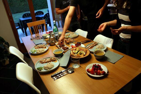 Partager le repas de rupture du jeûne, un moment de convivialité particulièrement important durant le ramadan