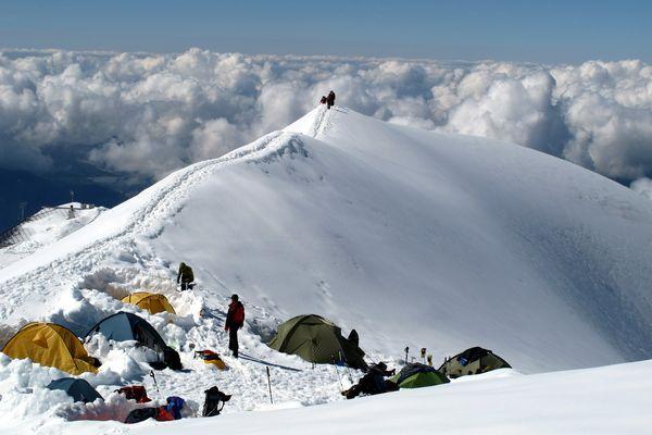 En Bivouac à 3 000 mètres d'altitude, les quatre hommes se sont intoxiqué avec leur réchaud à gaz.