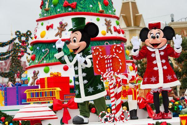 Ce week-end, les célébrités ont donné le coup d'envoi d'un Noël «givré» à Disneyland Paris et découvert en avant-première le tout nouveau Disney de Noël: LA REINE DES NEIGES.