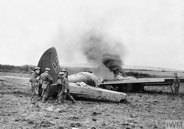 Un Junkers Ju 88 de la KG30 (escadre basée à Aalborg au Danemark) abattu près de Scarborough, dans le Yorkshire, le 15 août 1940.