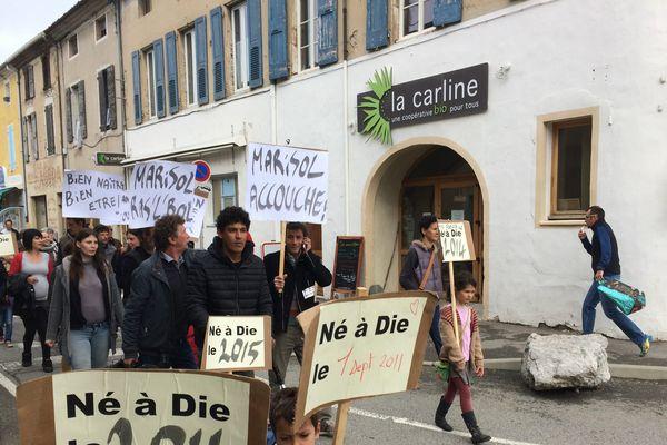 Une cinquantaine de manifestant(e)s défilaient à Die