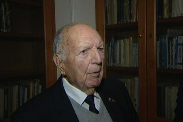 En 2017, Jean Billaud reçoit la médaille d'honneur de la ville de La Rochelle