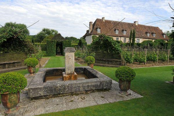 D'inspiration médiévale, le jardin d'Orsan est situé au prieuré Notre-Dame d'Orsan à Maisonnais (Cher).