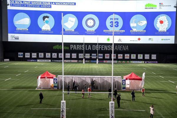 """Le Racing 92 a tiré parti du centre de vaccination ouvert dans son stade """"La Défense Arena"""" à Nanterre pour faire vacciner 30 membres de son personnel, dont 6 joueurs."""