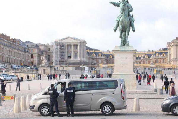 Le contrôle de véhicules avec chauffeur Loti, à Versailles, en 2016.