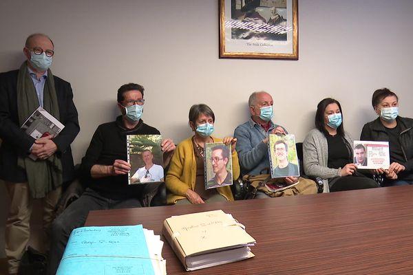 Maître Boulloud et les familles des disparus à Grenoble ce samedi 13 février.