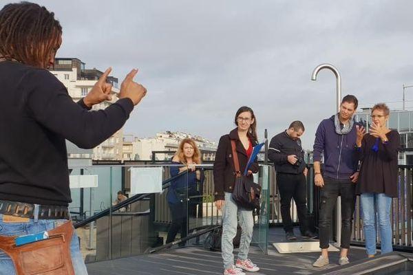 Tournage d'un clip en langue des signes réalisé avec des stagiaires handicapés de l'association Act Pro Jaris.
