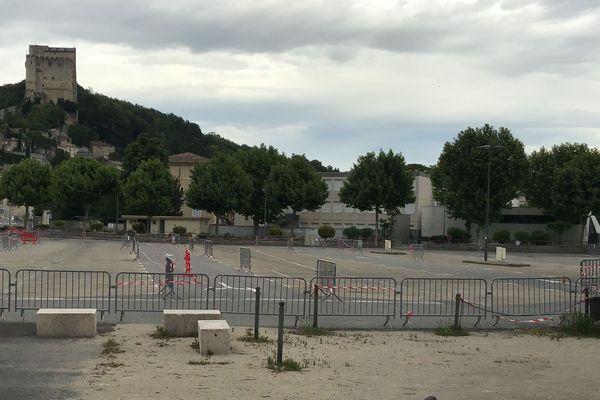 La place du Champ-de-Mars à Crest où seront projetés les films par La Scop Le Navire à partir du mardi 12 mai