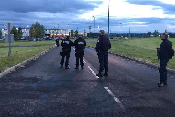 Deux surveillants ont été pris en otage par un détenu ce mardi soir à Condé-sur-Sarthe
