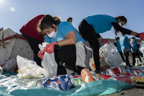 Les opérations de nettoyage des plages se font dans la France entière, comme ici à Marseille.
