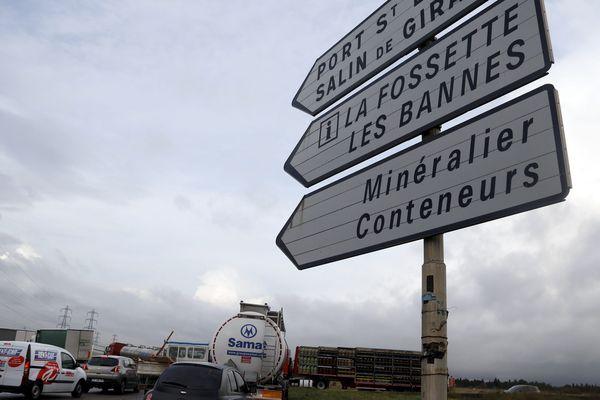 Une voiture, sortie d'un chemin près du rond-point de La Fossette a été percutée par une Audi A4.