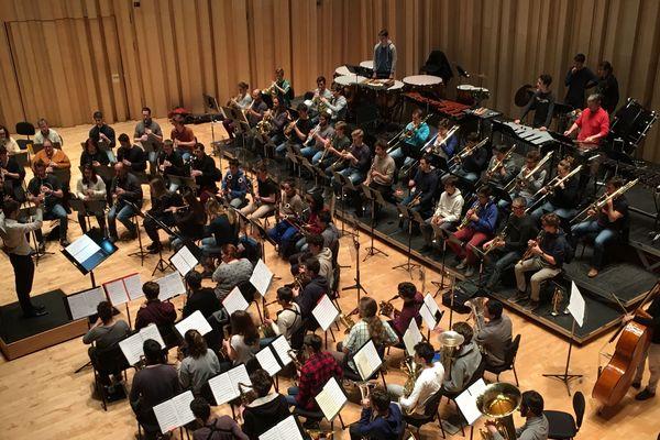 L'orchestre d'harmonie du conservatoire de Poitiers a joué fin janvier deux concerts dédiés à l'oeuvre de John Williams, auteur de la bande originale de la saga Star Wars.