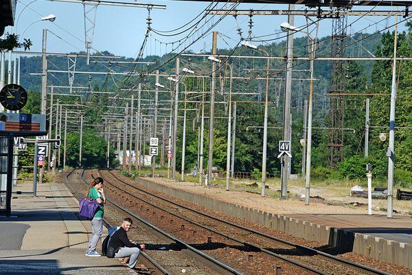 Suppressions ponctuelles des arrêts en gare de Rive-de-Gier : la municipalité interpelle la SNCF et la Région.