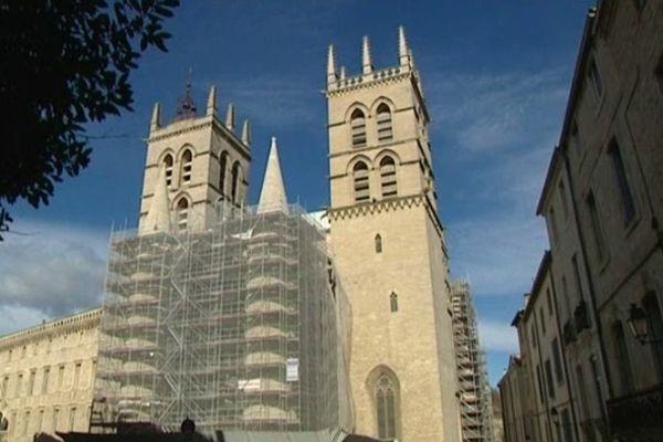 Pour cette opération de rénovation, les artisans ont utilisé de la pierre de Cournonsec, identique à celle dont s'étaient servi les bâtisseurs du Moyen-Age.