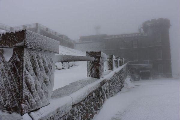 Le sommet du Mont Aigoual est sous la neige ce dimanche 25 novembre. Des images magnifiques.