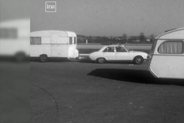 Voyager léger ou avec la caravane, depuis des décennies, les autoroutes permettent d'accéder aux lieux de vacances des automobilistes (archives)
