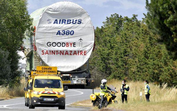 Les derniers tronçons de l'A380 quitte Saint-Nazaire