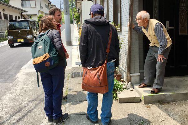 Sybille et Damien Véron sont interpellés par un viel homme japonais alors qu'ils cherchent des renseignements autour de l'hôtel de Nikko où séjournait Tiphaine.