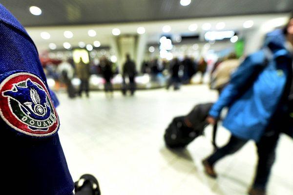 Les contrôles douaniers aux aéroports vont être renforcés.