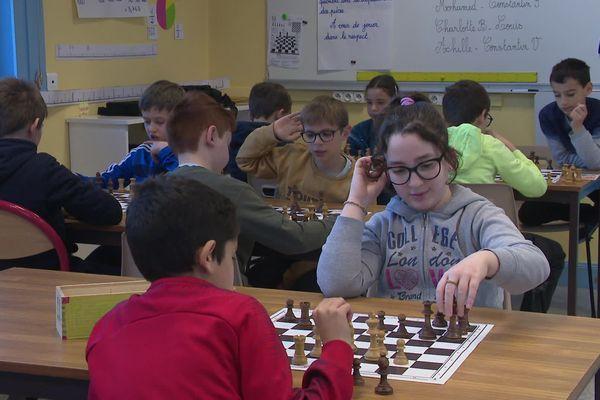 De la maternelle à la primaire, les élèves du département réfléchissent aux mathématiques en jouant aux échecs.