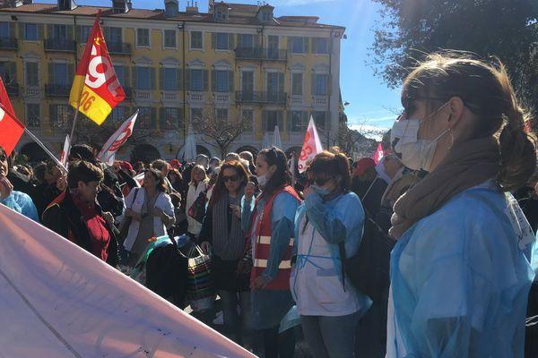 Ce matin, place Massena à Nice, journée de mobilisation des hospitaliers et travailleurs sociaux