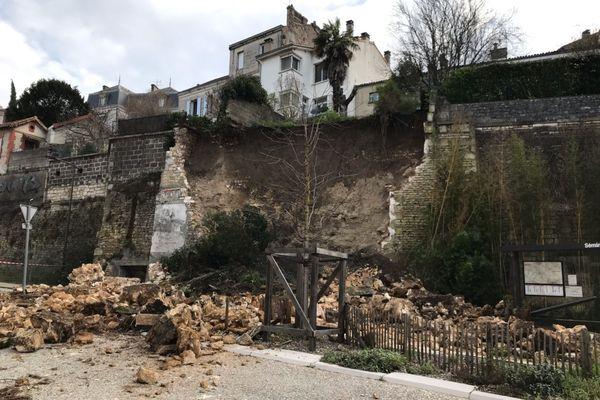 Un morceau d'un mur de soutènement s'est effondré rue de Bordeaux (Angoulême)