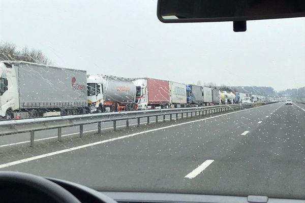Vendredi 12 février, une centaine de camions sont arrêtés sur l'A71 entre l'Allier et le Cher.