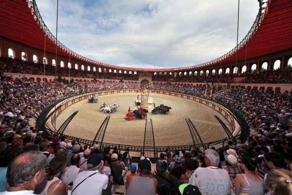 En 2013, 7000 personnes assistaient au spectacle Le Signe du Triomphe au Puy du Fou. Cette année, cette représentation sera accessible sur présentation du Pass Sanitaire.