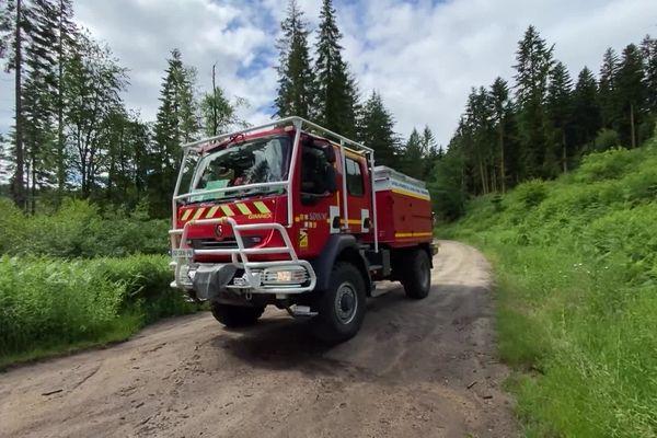 les pompiers sur le terrain escarpé de Beaumont-du-lac (87).