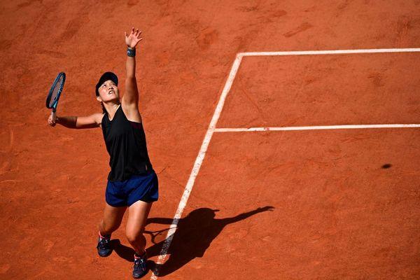 Harmony Tan face à Marketa Vondrousova, ce mercredi 2 juin 2021, au deuxième tour de Roland-Garros.