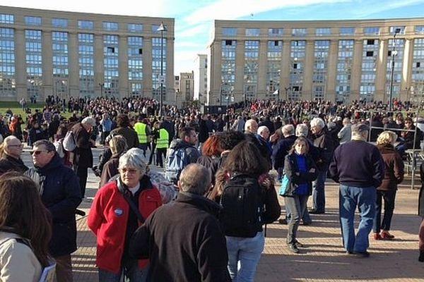 Montpellier - dès 14h, les participants convergent vers la Place de l'Europe, une heure avant le début du rassemblement - 11 janvier 2015.