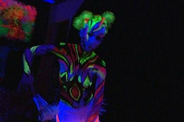 Là où ça bouge performance de body painting à la Galerie IGDA (Caen)