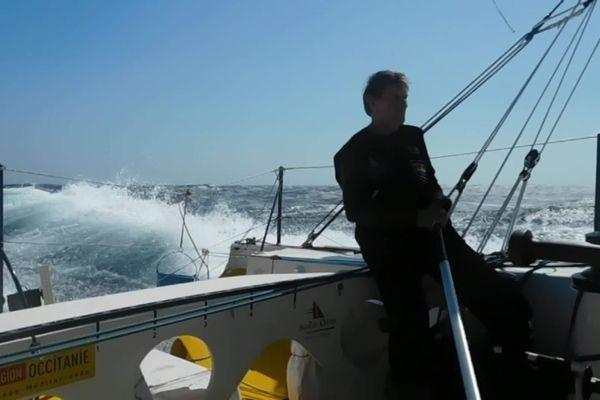 Victime d'une avarie le navigateur Kito de Pavant avait du abandonner son bateau en mer.