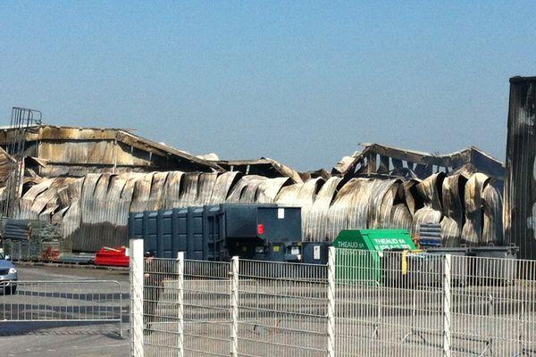 L'entrepôt du Grand Saloir, à Bédée (35), détruit par un incendie.