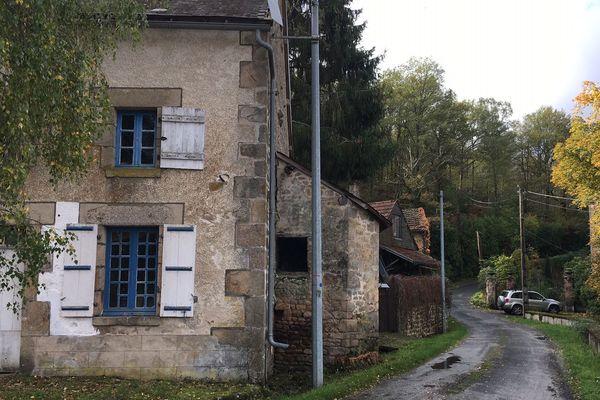 A l'origine des tirs, un conflit de voisinage dans un hameau d'apparence tranquille.