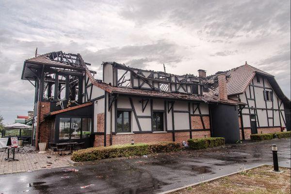 Le bâtiment de la Taverne de Maitre Kanter (Reims-Thillois) au lendemain du sinistre (28/08/2018)