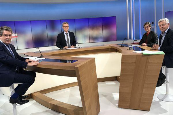 Les trois candidats en lice pour l'élection municipale de Périgueux autour de Sébastien Bouwy. Antoine Audi maire sortant à gauche de la photo, Delphine Labails et Patrick Palem à droite de la photo.
