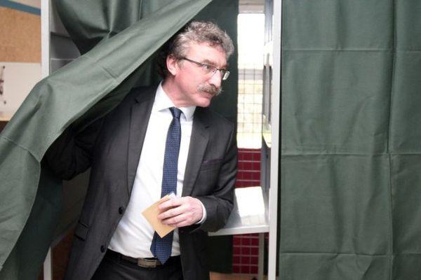 Jean-Luc Chenut), chef de file du PS en Ille-et-Vilaine pour ces élections départementales